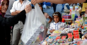 Ticaret Bakanı Pekcan'dan okul alışverişi öncesi velilere uyarı