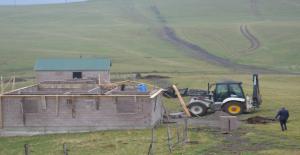 Trabzon'da Kaçak Yapılar, Belediye Ekipleri Tarafından Yerle Bir Edildi
