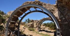 Çanakkale'de 2 bin yıllık hamam çelik konstrüksiyonlarla desteklendi