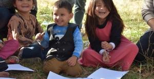 Kars'ta göçmen çocuklara resimle terapi uygulaması