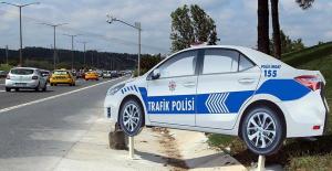 Maket Polis Araçları Trafik Kazalarını Azaltıyor