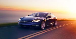 Tesla, Park Halindeyken Aracınıza Çarpanları Görüntüleyeceği Özelliğini Duyurdu