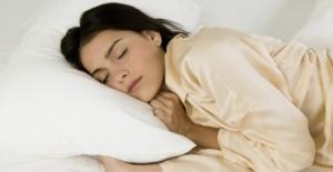 Türklerin yüzde 50'si yan ve sağ tarafına yatıyor