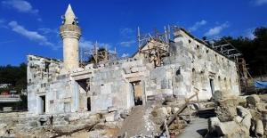 """""""Çukurova'nın Ayasofyası""""nda binlerce yıllık mozaikler açığa çıkarılıyor"""
