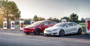 Tesla, Araçlarında Düzenlemeye Giderek Seçenekleri Azaltıyor
