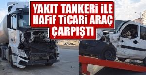 Yakıt Tankeri İle Hafif Ticari Araç Çarpıştı