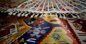 Yöre halkının geçim kaynağı Bayat kilimleri dayanıklılığı ile biliniyor