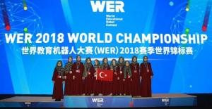 """Çin'deki robot yarışmasında Konyalı öğrencilere """"en popüler takım"""" ödülü"""