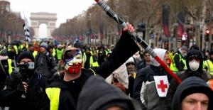 """Fransa'da """"Sarı Yelekliler""""in protestosu başladı"""