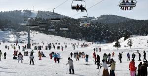Kristal kar üzerinde kayak keyfi