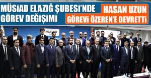 Başkan Hasan Uzun Bayrağı, Mehmet Özeren'e Teslim Etti