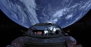Elon Musk, Yeni Tesla Aracının Uçacağını Söyledi