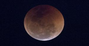 İstanbul'dan da Görülebilen Kanlı Ay Tutulması Başladı