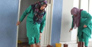Ölü Yıkayıcı Kadınlar, Sıra Dışı Meslekleriyle Takdir Topluyor