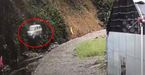 Çin'de Çocukları Taşıyan Minibüs, 30 Metrelik Uçurumdan Aşağı Uçtu