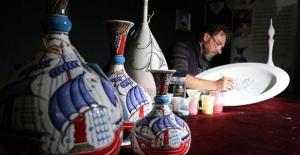 Çiniciliği mozaikle buluşturan sanatçı