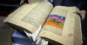 Binlerce yıllık nadide yazma eserler dijital ortamda
