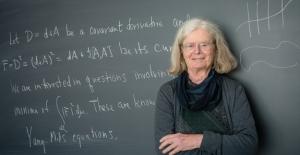 Dünyanın En Prestijli Matematik Ödülünü İlk Kez Bir Kadın Kazandı