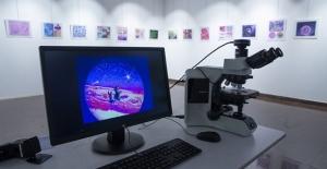 Mikroskopla inceledikleri dokuları fotoğrafladılar