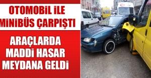 Otomobil İle Minibüs Çarpıştı, Araçlarda Maddi Hasar Meydana Geldi