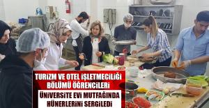 Turizm ve Otel İşletmeciliği Bölümü Öğrencileri Üniversite Evi Mutfağında Hünerlerini Sergiledi