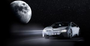 BMW, Ay Işığında Şarj Olabilen Araba Üzerine Çalışıyor