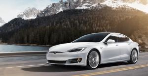 Elon Musk: Tesla'nın Otomatik Pilotu, Yollardaki Çukurlardan Kaçınabilecek