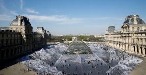 Louvre'daki İnanılmaz Optik İllüzyonu Halk Bir Günde Ezip Geçti