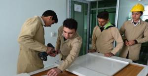 Şanlıurfa'da Öğrenciler Hem Okuyor Hem Okul Yapıyorlar