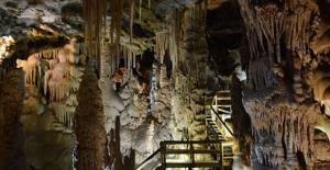 Sarkıt ve dikitleriyle ünlü Karaca Mağarası yeniden ziyarete açıldı