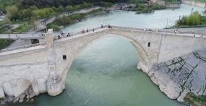 Tarihi köprüleriyle Diyarbakır