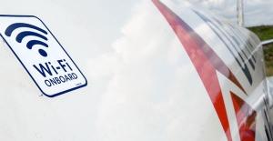Uçakta Mobil İnternet Kullanan Yolcu, Uçuk Telefon Faturası İle Şok Yaşadı