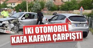 Komşu Şehirde İki Otomobil Kafa Kafaya Çarpıştı