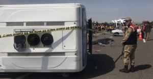 Sağlık çalışanlarını taşıyan otobüs devrildi: 5 ölü