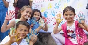 Ahlat'ta bahar şenliği renkli görüntüler oluşturdu