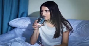 Gece boyunca bekleyen su içilir mi?