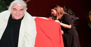 Usta sanatçı Enis Fosforoğlu, gözyaşları içinde son yolculuğuna uğurlandı