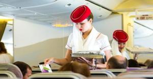 Emirates Havayolu 15 bin lira maaşla Türkiye'de kabin memurları arıyor