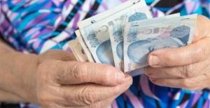 İçinde 2 bin 800 lira olan cüzdanı sahibine verdi