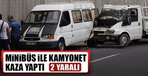 Minibüs ile Kamyonet Kaza Yaptı