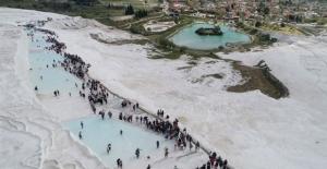 Pamukkale'de ziyaretçi rekoru bekleniyor