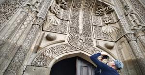 İnce Minareli Medrese estetik mimarisiyle ziyaretçilerini bekliyor