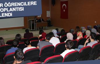 Stajyer Öğrencilere Uyum Toplantısı Düzenlendi