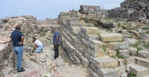 Tieion Antik Kenti'ndeki demir ocağı gün yüzüne çıkarılıyor