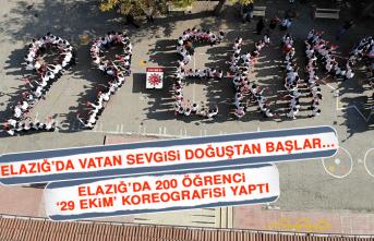 Elazığ'da 200 Öğrenci '29 Ekim' Koreografisi Yaptı
