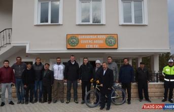 Erzurum Valisi Okay Memiş'ten Arif Sağ'ın doğduğu mahalleye ziyaret