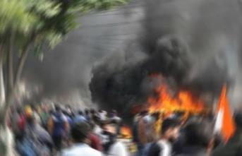 Keşmir'de Bombalı Saldırı! Ölü Ve Yaralılar Var