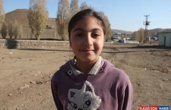 Köy çocuklarının ilk kez gördükleri drone karşısındaki sevinci gülümsetti