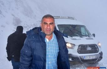 Muş'ta kar ve tipi nedeniyle mahsur kalan 10 kişi kurtarıldı