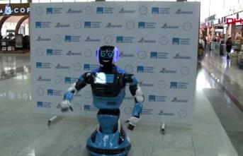 Sabiha Gökçen Havalimanı'nda danışma hizmeti verecek robot göreve başladı